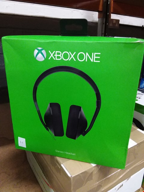 Lot 378 BOXED XBOX ONE STEREO HEADSET (LOT 31)