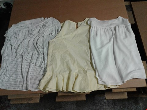 Lot 9313 BOX OF APPROXIMATELY 55 ASSORTED WOMEN'S CLOTHING ITEMS TO INCLUDE SBU RUFF TOP - IVORY/BLACK, RUFFLE FRONT VEST - LEMON, PEASANT SLV TOP - IVORY