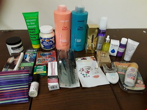 Lot 2139 BOX OF APPROXIMATELY 24 HEALTH AND BEAUTY ITEMS TO INCLUDE WELLA INVIGO SENSO CALM SHAMPOO AND GILLETTE FUSION BLADES