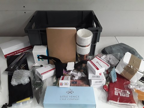 Lot 162 BOX OF APPROXIMATELY 28 ASSORTED ITEMS TO INCLUDE WINDOW ALARMS, GARDEN TOOLS ETC