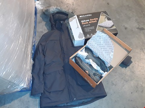Lot 6046 PALLET OF ASSORTED CAMPING ITEMS TO INCLUDE: DELUXE DOUBLE FLOP PETER STORM JACKET ETC