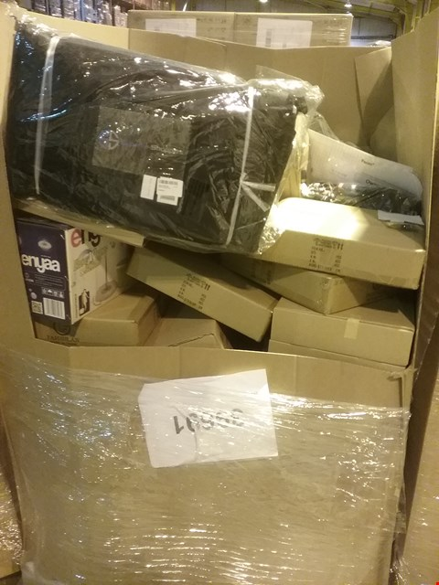 Lot 6042 LARGE PALLET OF ASSORTED ITEMS INCLUDING, SUPERIOR SHOPPERS BAGS, ENYAA SPIN MOP, FALCON MIRROR DEMIST PADS, ADJUSTABLE STAR PENDANT LIGHTS, TRAVEL DUFFLE BAGS, ARTIFICIAL HOUSE PLANTS.
