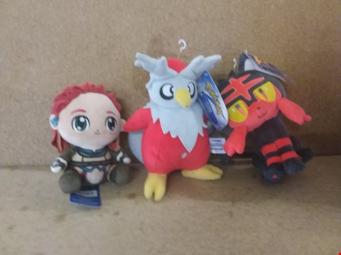 Lot 453 A BOX OF APPROXIMATELY 8 BRAND NEW ASSORTED ITEMS TO INCLUDE A POKEMON DELIBIRD, A POKEMON LITTEN AND A STUBBINS HORIZON ZERO DAWN ALOY