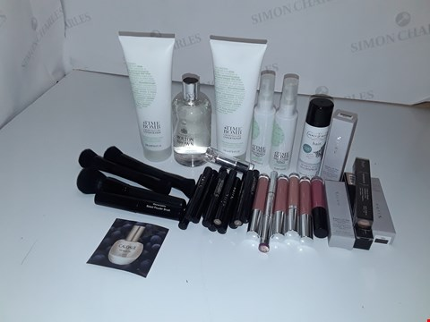 Lot 1001 LOT OF ASSORTED COSMETICS ITEMS TO INCLUDE MAKE UP BRUSHES, MOLTON BROWN SHOWER GEL, MALLY LIPSTICK