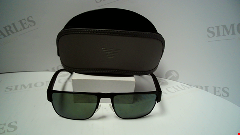 Lot 18086 DESIGNER BLACK FRAME SUNGLASSES