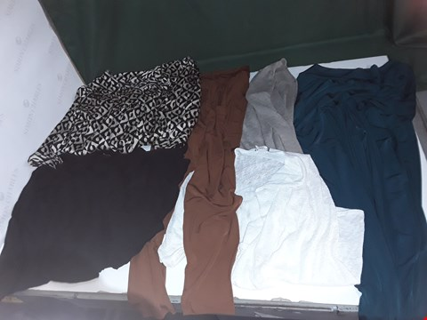 Lot 1071 LOT OF 55 ITEMS OF ASSORTED WOMENS CLOTHING TO INCLUDE KIM & CO, FRANK USHER