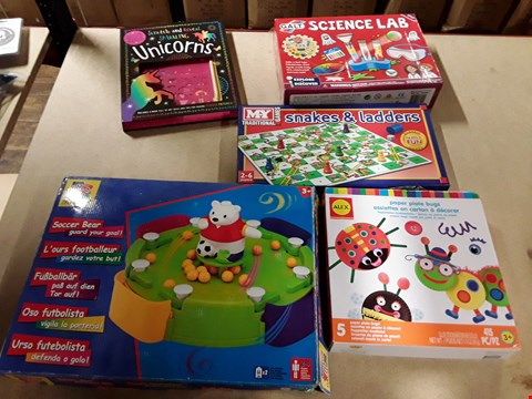 Lot 6152 LOT OF 5 ITEMS TO INCLUDE SNAKES AND LADDERS, GALT SCIENCE LAB, PAPER PLATE BUGS ETC