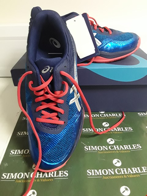 Lot 3093 DESIGNER BOXED PAIR OF ASICS BLUE FABRIC RUNNING SHOES SIZE EU 39