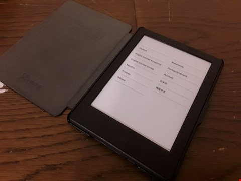 Lot 9167 KINDLE E-READER WITH CASE