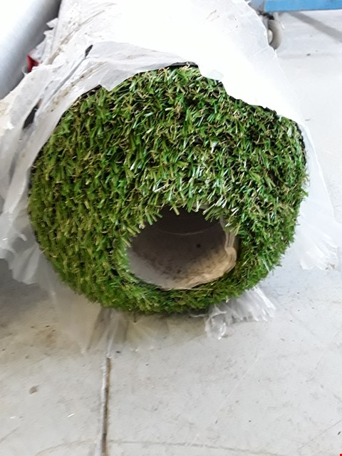Lot 2212 ROLL OF ARTIFICIAL GRASS - SIZE UNSPECIFIED
