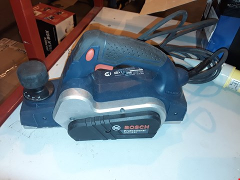 Lot 1384 BOSCH PROFESSIONAL GHO 16-82 D CORDED 110 V PLANER