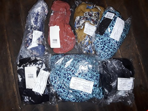 Lot 462 BOX OF APPROXIMATELY 32 ASSORTED CLOTHING ITEMS TO INCLUDE HASARA BATWING DRESS,  PRINT AND PLAN MID DRESS AND NICOLE 2 PACK PRINT DRESS
