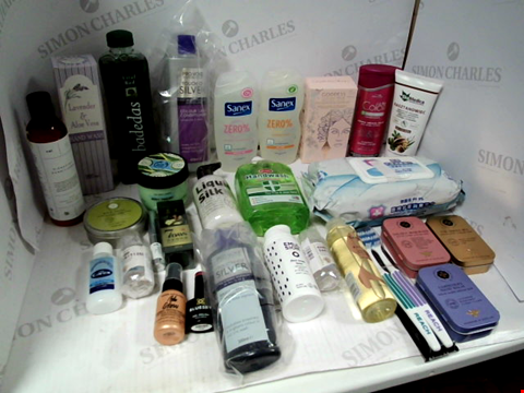 Lot 11052 LOT OF ASSORTED HEALTH & BEAUTY PRODUCTS TO INCLUDE: SANEX SHOWER GEL, CERTEX ANTIBACTERIAL HAND WASH, SHAMPOO & CONDITIONER, ASSORTED BATHROOM & MAKEUP PRODUCTS