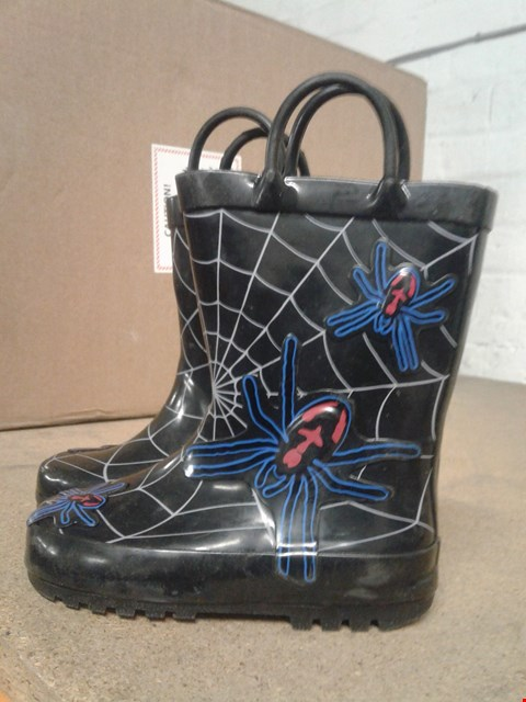 Lot 482 SPIDER WEB DESIGN KIDS WELLINGTONS WITH HANDLES BOYS BLACK AND BLUE SIZE 8  RRP £15.99