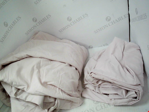 Lot 1330 A BED COVER AND 2 PILLOW CASES