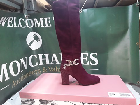 Lot 1239 PAIR OF MODA IN PALLE CHAIN TRIM BLOCK HEEL KNEEBOOT RED SUEDE SIZE 39
