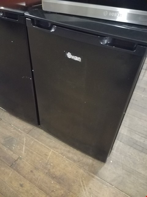Lot 8581 SWAN SR70200B BLACK UNDER COUNTER FRIDGE RRP £179.99