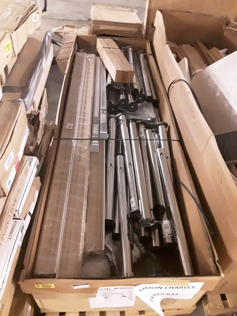 Lot 17207 PALLET OF ASSORTED DECORATIVE ITEMS TO INCLUDE: FENCE SLATS, MATT SKIRTING BOARDS ETC RRP £526.00
