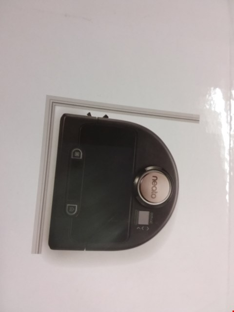 Lot 9555 NEATO BOTVAC CONNECTED ROBOT VACUUM CLEANER