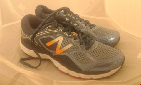 Lot 2079 PAIR OF NEW BALANCE RUNNING SHOES SIZE 7.5