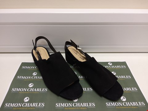 Lot 3042 PAIR OF CLARKS SIZE 6 BLACK SHOES