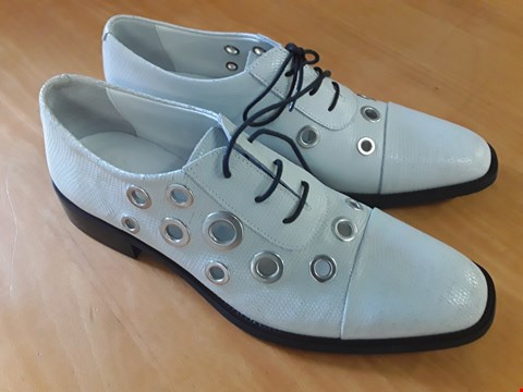 Lot 1 BOXED PAIR OF DESIGNER ECKETT LACE UP OFF WHITE GENTS SHOES IN THE STYLE OF FINERY LONDON SIZE 6 RRP £119