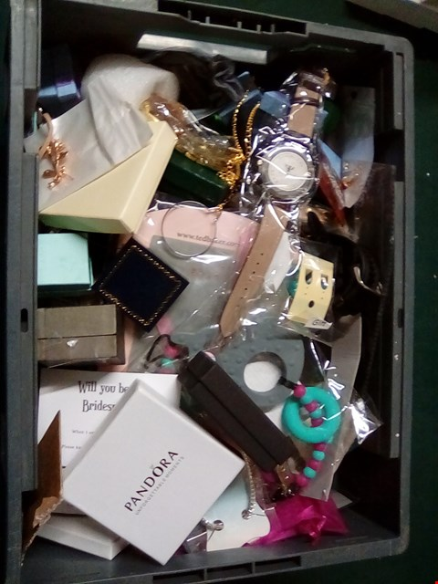Lot 1049 A BOX OF ASSORTED JEWELLERY INCLUDING RINGS, EARRINGS, NECKLACES, WATCHES, BROCHES AND MORE