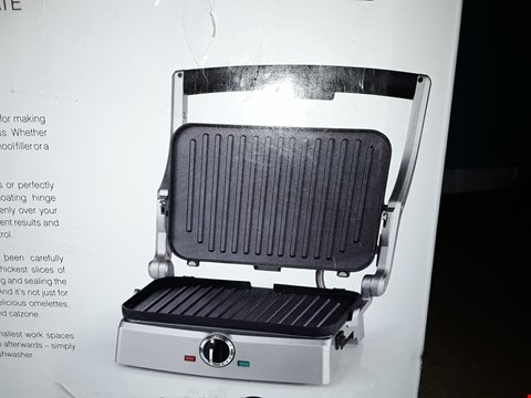 Lot 5239 CUISINART 2 IN 1 GRILL AND SANDWICH MAKER