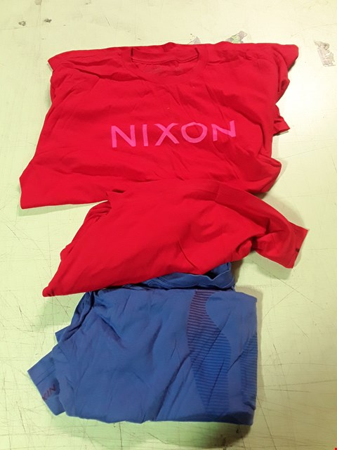 Lot 1789 LOT OF APPROXIMATELY 10 ASSORTED DESIGNER CLOTHING ITEMS TO INCLUDE  A PINK NIXON PRINT RED T-SHIRT L, A YELLOW NIXON RED T-SHIRT L, A BLUE T-SHIRT L ETC