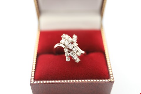 Lot 29 18CT WHITE GOLD CLUSTER RING SET WITH DIAMONDS WEIGHING +-0.72CT