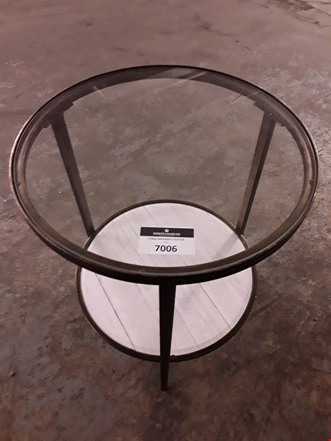 Lot 7007 DESIGNER GLASS-TOPPED SIDE TABLE WITH SHELF