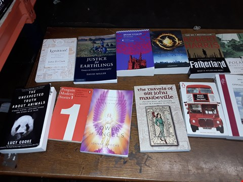 Lot 163 LOT OF APPROXIMATELY 20 ASSORTED ITEMS TO INCLUDE JULIEN GRACQ THE OPPOSING SHORE, 21 LESSONS FIR THE 21ST CENTURY AND DIE BESTIMMUNG VERONICA ROOTH ECT