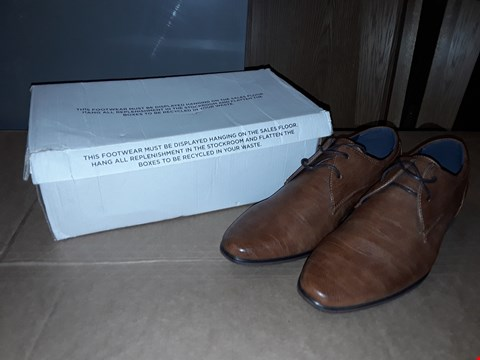 Lot 2 BOXED RIVER ISLAND MENS SIZE 8 BROWN LEATHER FAUX SHOES