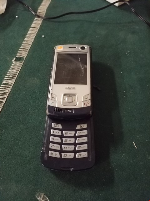 Lot 81 SANYO MOBILE PHONE - BLACK/SILVER