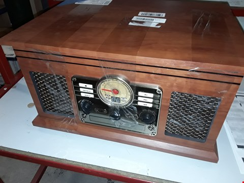Lot 12751 VICTROLA RETRO STYLE RADIO