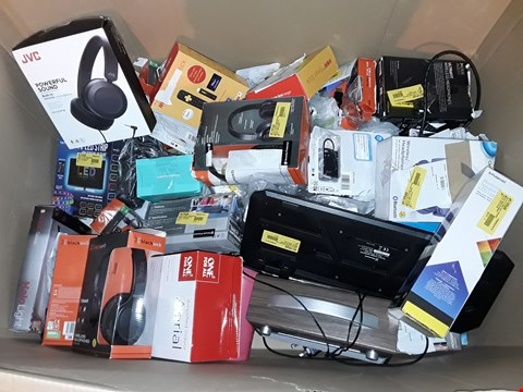 Lot 4581 LARGE QUANTITY OF ASSORTED TECH ITEMS TO INCLUDE JVC HEADPHONES KITSOUND SPEAKER AND NOW TV SMART STICK