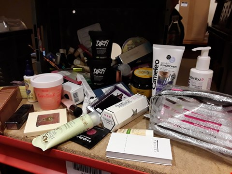 Lot 9036 TRAY OF APPROXIMATELY 74 ASSORTED BEAUTY ITEMS INCLUDING, DIRTY STYLING CREAM, EYELASHES, LIPSTICKS, BANANA HAIR MASK,  (TRAY NOT INCLUDED)