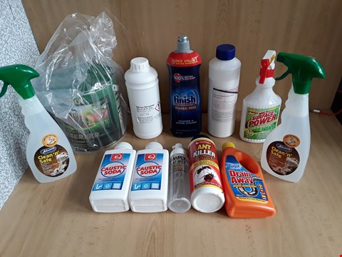 Lot 2556 BOX OF APPROXIMATELY 12 ASSORTED ITEMS TO INCLUDE FINISH RINSE AID,CAUSTIC SODA AND CLEAN N SAFE
