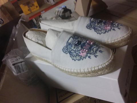 Lot 156 A BOX OF APPROXIMATELY 5 ASSORTED PAIRS OF SHOES TO INCLUDE A PAIR OF KENZO PARIS SHOES