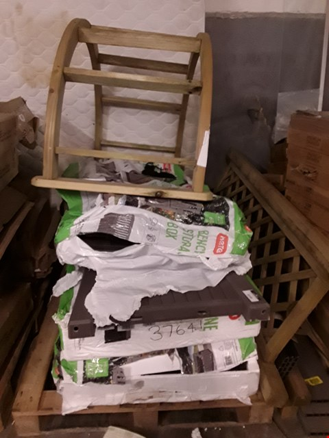 Lot 9199 PALLET OF ASSORTED GARDEN ITEMS TO INCLUDE A BLOOMA SOFTWOOD ROUND TOP ARCH, A KETER GARDEN STORAGE BENCH ETC RRP £460.00