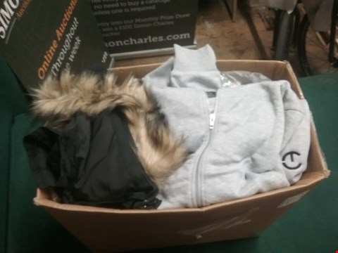 Lot 2076 LOT OF APPROXIMATELY 20 ITEMS TO INCLUDE SWEATSHIRT, HOODIES, JUMPERS ETC