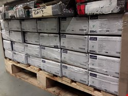 Lot 22 PALLET OF ASSORTED LAMINATE FLOORING, TO INCLUDE 24 PACKS QUICK STEP PARQUET NATURAL OAK-EFFECT FLOORING