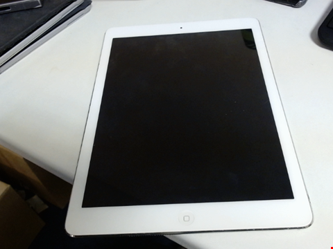 Lot 6106 APPLE IPAD AIR (CAPACITY UNKNOWN) TABLET