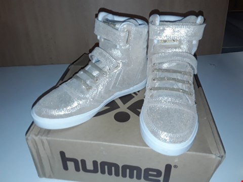 Lot 12621 BOXED HUMMEL ROSE GOLD GLITTERY VELCRO/LACE UP TRAINERS UK SIZE 13 JUNIOR