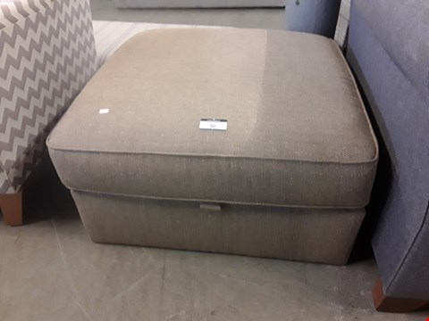 Lot 32 QUALITY BRITISH DESIGNER LIGHT BROWN FABRIC LARGE SQUARE STORAGE FOOT STOOL