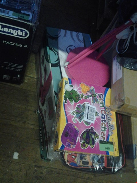 Lot 146 4 ITEMS INC PINK LAMP, SUN CATHCER, MARVEL BAG, TWISTA SCOOTER  RRP £170.00