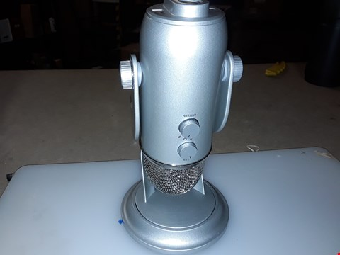 Lot 246 BLUE MICROPHONE YETI  USB MICROPHONE