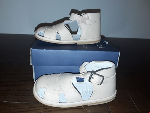 Lot 2072 BOXED FOFITO CHILDRENS SANDALS NATURAL SIZE 22