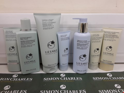 Lot 622 BOXED LIZ EARLE HAND, FACE AND SKIN BEAUTY SET