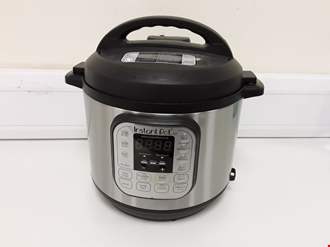 Lot 3662 INSTANT POT 7 IN 1 PRESSURE COOKER